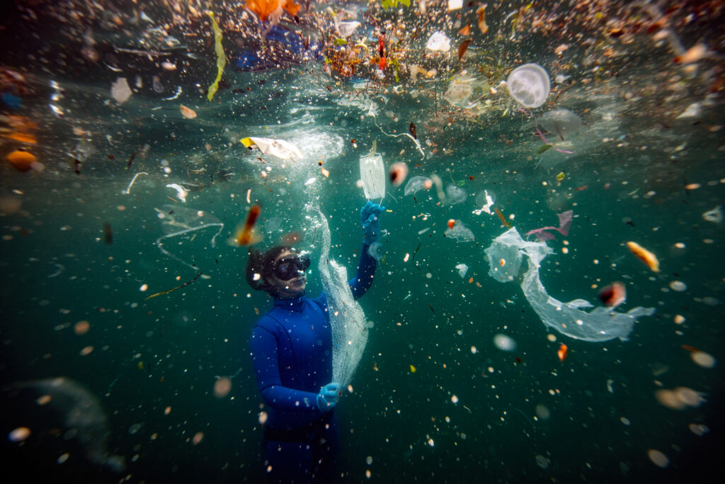 """New danger to underwater life 'Covid-19 wastes' According to a report prepared by the World Wildlife Fund (WWF), plastic waste equivalent to 33,880 plastic bottles is being mixed into the Mediterranean per minute. one of the countries hit most plastic waste coming to the shores of Italy and then Turkey. The medical wastes used during the pandemic process we live in reach the seas due to the human factor and winds. While plastics and garbage in the world pose a great danger to our seas, """"medical wastes"""", which are newly included in these garbage, point to bigger problems and an irreversible environmental pollution."""